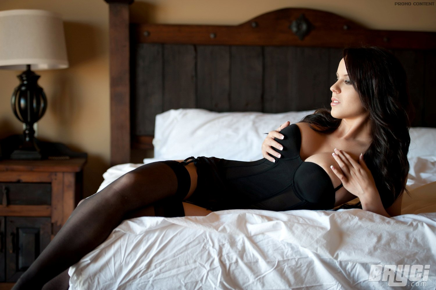 hot girl on bed - photo #23