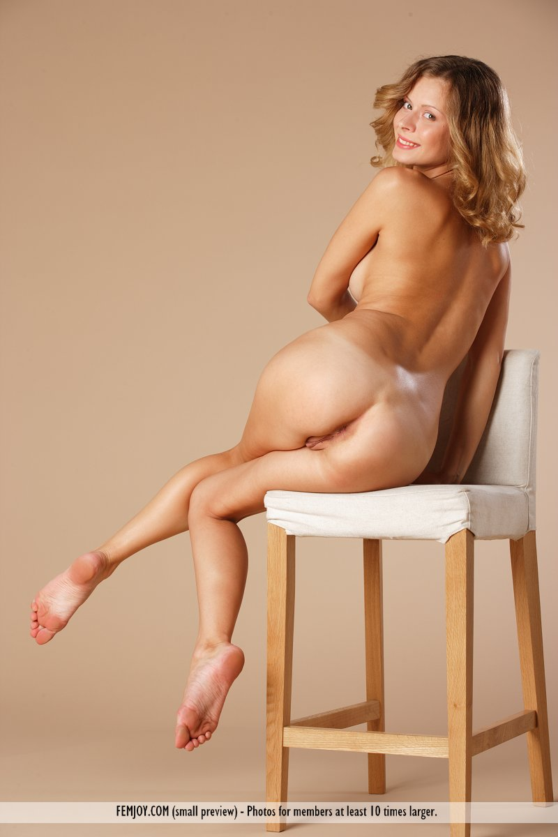 from Kobe girl posing naked on leather chair