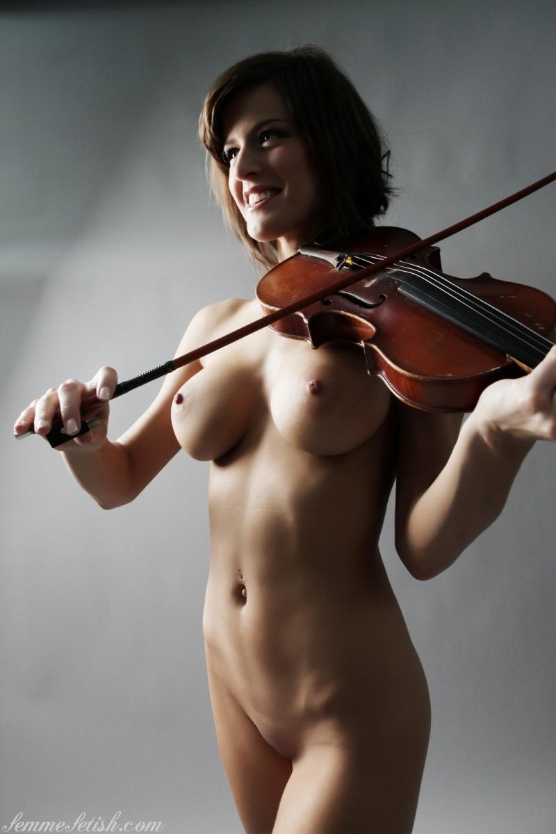 Голые скрипачки