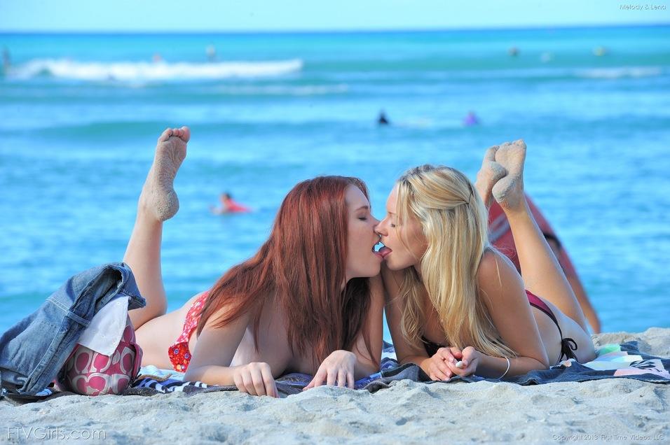 intimate lesbians