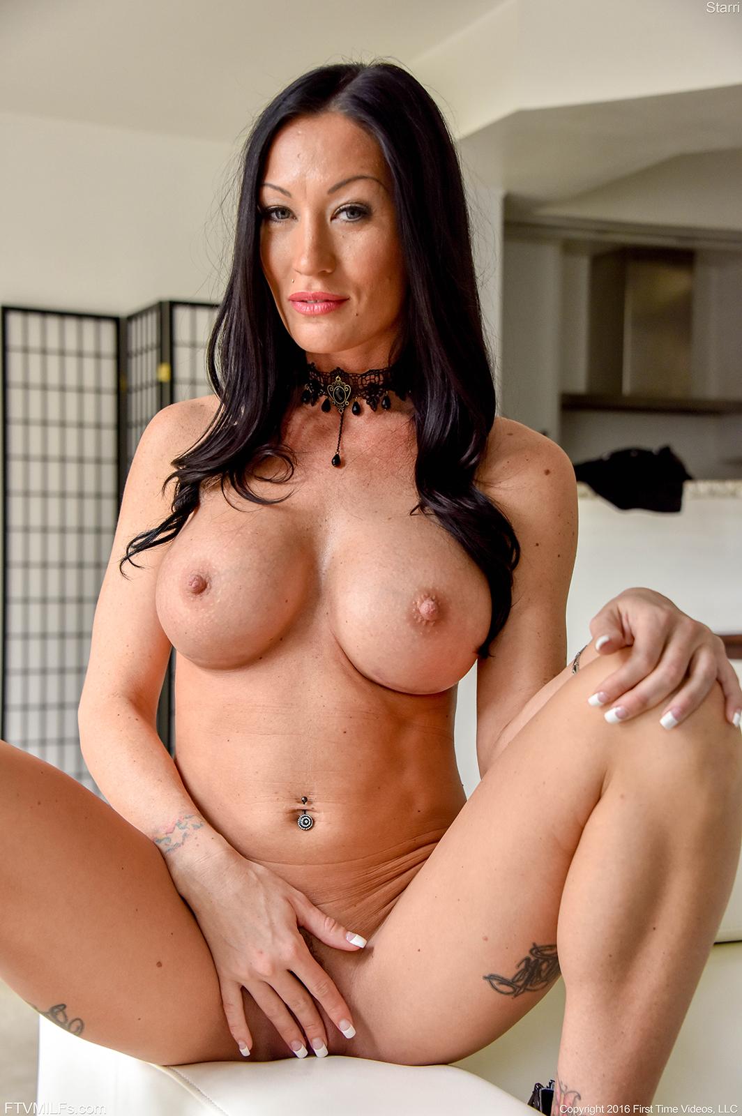 A super sexy curvy naked ass 5