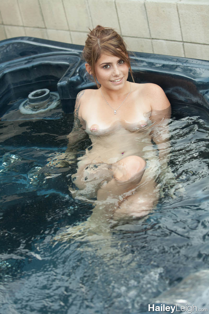 girls nude in jacuzzi phone