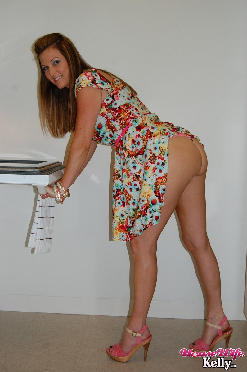 Sexy Cuckold Housewife digs the plumber  Free Porn Videos