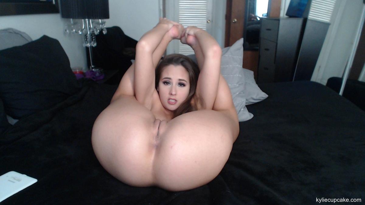 Stretch her ass