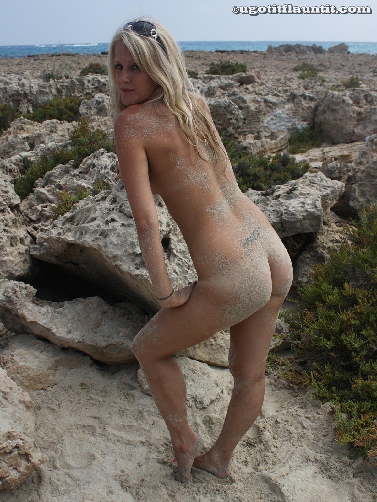 Girl get nude