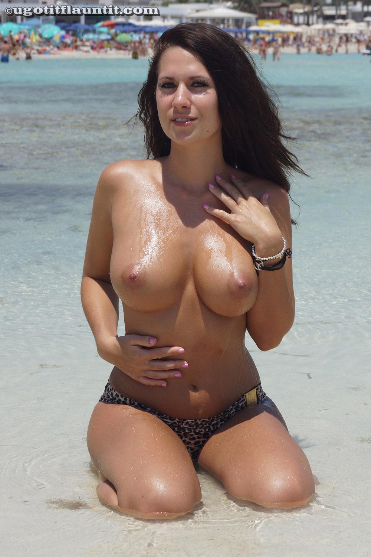 u got it flaunt it pics amy sexy bikini girlsfordays