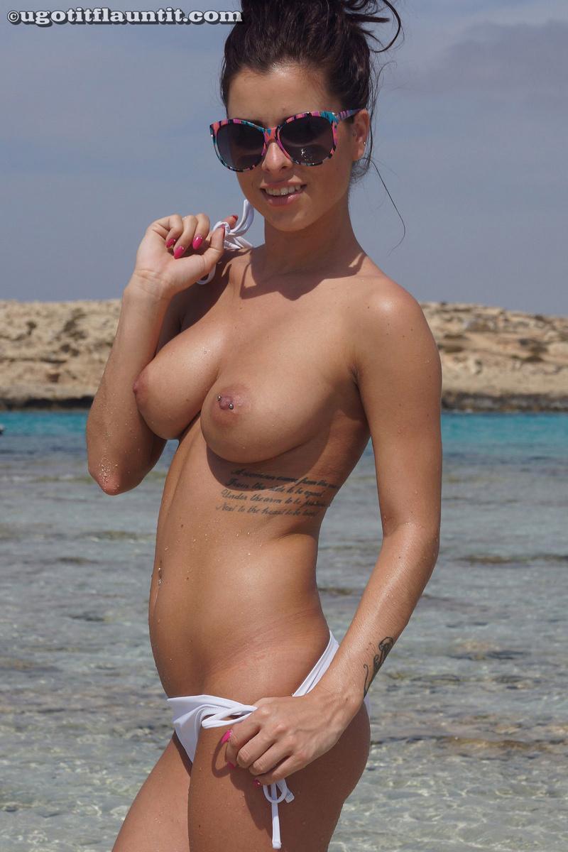 Фото девушек на пляже без бикини 14 фотография