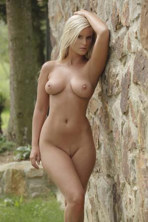 art naked blonde girlsfordays