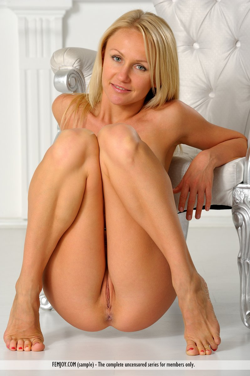 naked blonde images